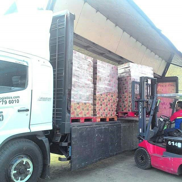 Loading process our customer..  #danone #danonedairyindonesia #indonesia #loading #activities #activity #customer #process #milkuat #milk #indokuat #logisticsmanagement #logisticstagram #logistics #logisticscommittee #logisticsspecialist #logisticslovers #trucksofinstagram #eurekalogistics #vscocam #vscocamphotos #eureka #eurekalogisticscom