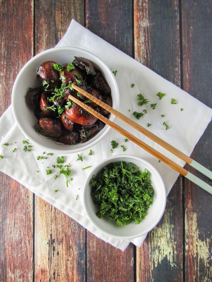 Eet deze Japanse gebakken champignons lekker als bijgerecht bij je zelfgemaakte sushi of bij een lekker rijstgerecht. Super simpel!