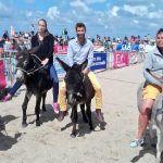19ème Courses d'ânes à #Trouville c'est une médaille de bronze pour François Duval ! Bravo à lui et à sa monture ;)pic.twitter.com/UcyQmO18zI