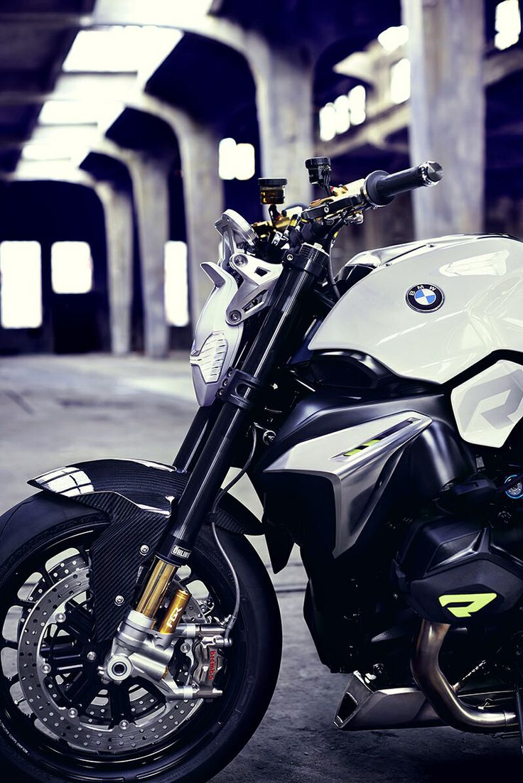 Bmw has just unveiled a truly magnificent concept roadster and it is a head turner at the concorso villa d este they have unveiled their new bmw motorrad