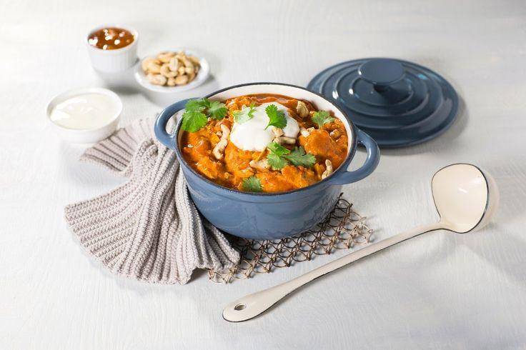 En eksotisk gryterett med kylling og krydder. Ettersom retten er litt sterk og serveres med mangochutney, balanseres den godt med yoghurt naturell.