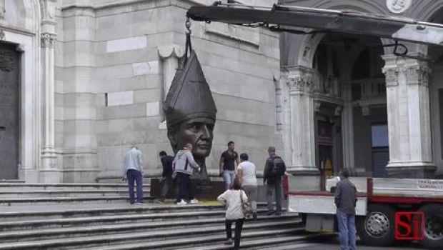 Il San Gennaro di Lello Esposito commuove i napoletani che lo vorrebbero sempre dinanzi al Duomo