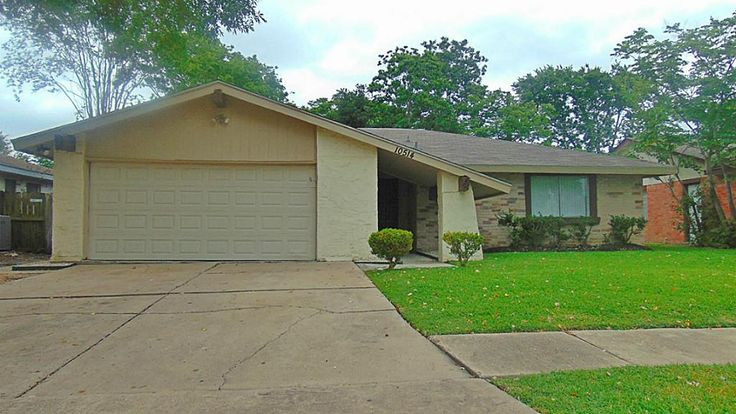 10514 Towneview Dr, Sugar Land, TX 77498 Large single story 3-2-2 with no back neighbors! Tile flooring throughout the home, fresh paint, pass through kitchen with wet bar and shudders, large living room, breakfast and formal dining, beautiful atrium for morning coffee. Great location, minutes from Constellation Field,First Colony Mall, Great Fort Bend Schools! Townewest's amenities include: sparking pools, tennis courts, parks for your morning walks. For more info. visit…