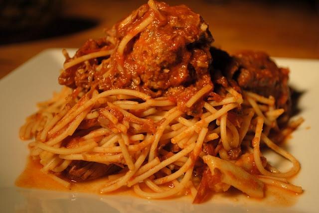 my kaotic kitchen: nonna's sugo sauce w/ homemade meatballs & pasta