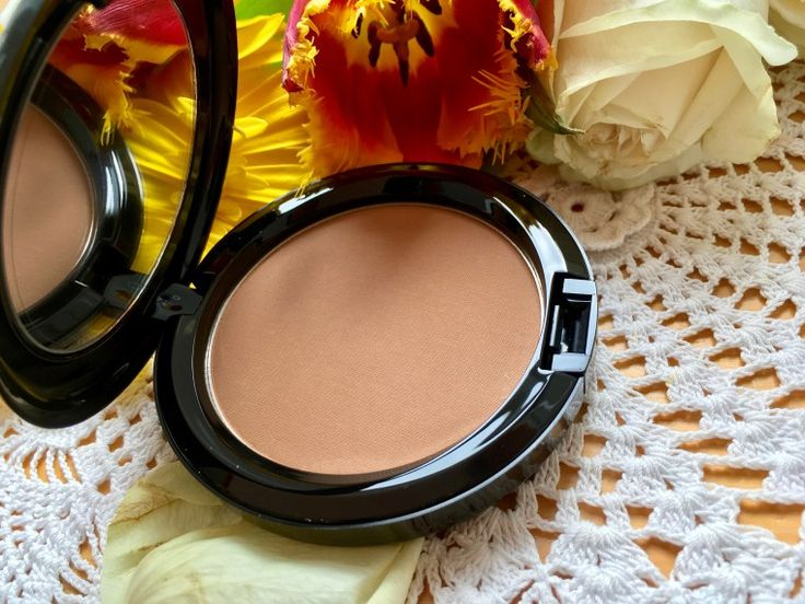 A look inside the MAC Baina Bronzer from the Summer 2017 Fruity Juicy Collection