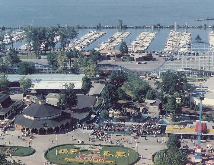 amusement park and vacation destination vacation Darien lake official homepage including visitor information, amusement and water park information, concerts, lodging, and groups.