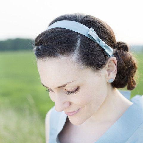 noni - Smilla- Haarband in taubenblau für die Hochzeit