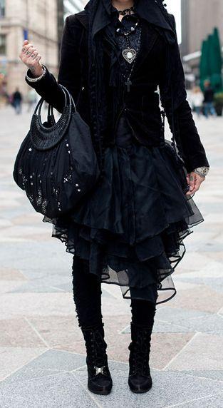 Victorian/EGL Gothic Lolita in classic black.