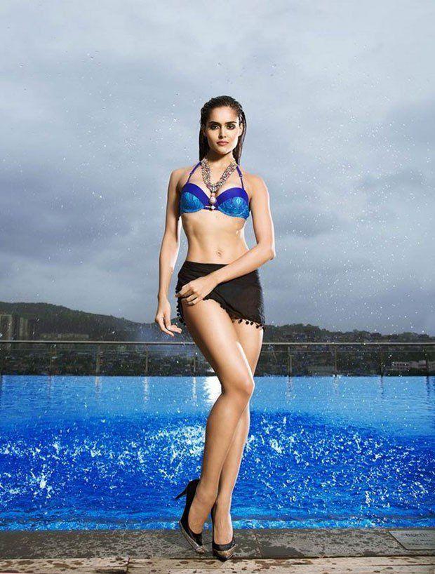 15 Hot & Sizzling Photo's of Nathalia Kaur | Kingfisher Calendar girl