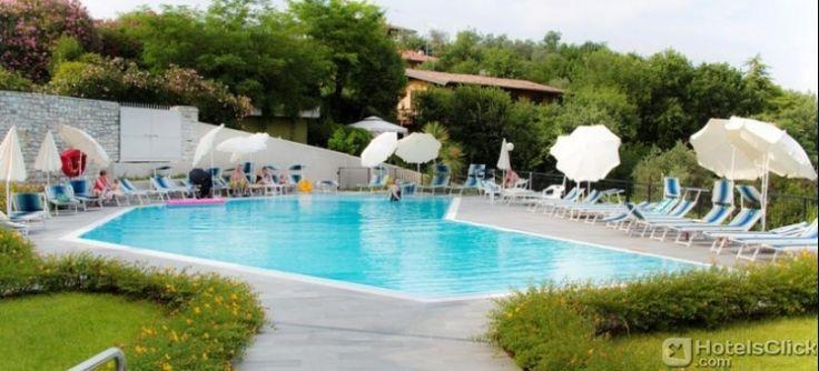 A 2 chilometri dalle rive del #Lago di #Garda, emerge l'Hotel Belvedere. La struttura offre una piscina all'aperto, un parcheggio gratuito, connessione internet WiFi gratuita nelle aree comuni e un ristorante in loco.  https://www.hotelsclick.com/alberghi/italia/lago-di-garda/133704/hotel-belvedere.html