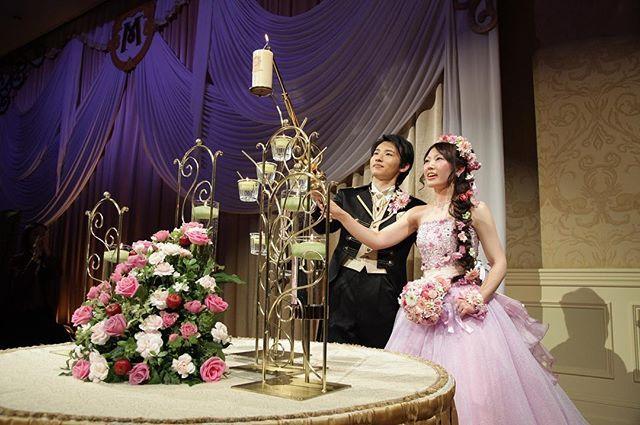 #weddingtbt ✨ 今週はメインキャンドル点灯シーン🕯 カメラ目線の写真よりこっちの表情のが自然で気に入ってます💓  母が「キャンドルサービス削っちゃダメよ」と言ってくれてよかったです✨( *´艸`) このキャンドルはラプンツェルのランタンみたいで、1番安いけどお気に入りでした😍  #ミラコスタftw #ミラコスタウェディング #ミラコスタ結婚式 #ホテルミラコスタ #ftw #披露宴レポ #披露宴演出 #メインキャンドル #メインキャンドル点火 #ラプンツェルヘア #花冠 #ラベンダーアネシュカ #ルビーノ #日本中の花嫁さんと繋がりたい #日本中のプレ花嫁さんと繋がりたい#卒花嫁#2015年11月#ウェディングフォト#farnyレポ#ハナコレ#ウェディングニュース