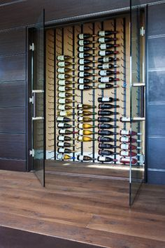 Closet del vino, podría ser cercano al comedor, y que continuase bajando hacia la cava, para vinos de diario