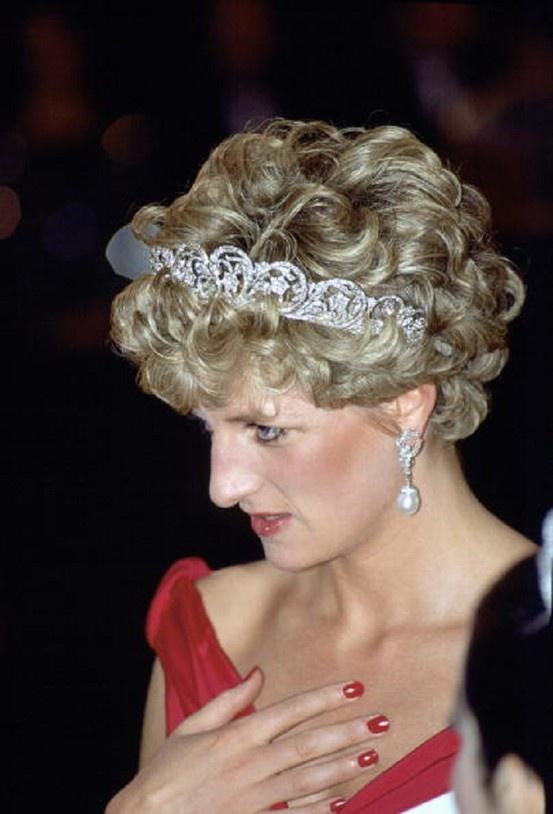 Princess Diana wearing the Spencer Family Tiara in 1992's