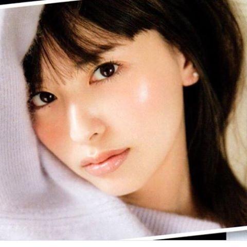 #マキア#1月号#モデル#鈴木えみ#カメラマン#菊地泰久#ヘアーメイク#hairmake#千吉良恵子#chigirakeiko#cheekone#お気に入り このえみちゃんはスキンケアのイメージ潤い感をメイクで表現しました(^_−)−☆ お気に入り