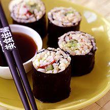 Sushi mit braunem Reis und Surimi