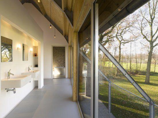 badkamer met uitzicht - woning op voormalig boeren erf te langeveen