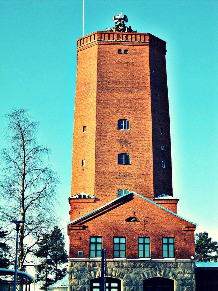 Vanhan paloaseman torni maaliskuisessa auringonpaisteessa, Kajaani 2014.