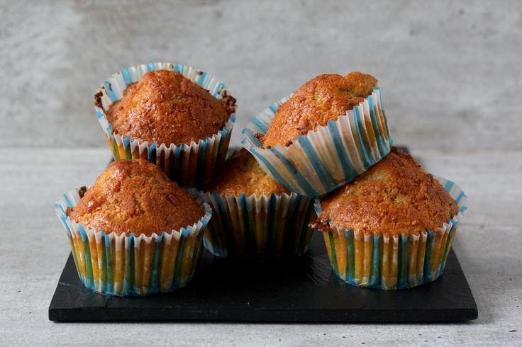 Ohhh deze cakejes zijn heerlijk! Gezellig voor bij een bakje koffie en onwijs leuk om te serveren voor je gasten :) Ze zijn lekker zacht en leuk én makkelijk om te maken!