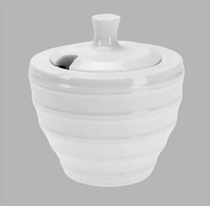 Sokerikko kannella, First luuposliinia 9,5 x 7,5 cm    First-luuposliinisarjan astiat ovat kestäviä ja kauniita.     Posliiniastiat ovat konepesunkestäviä ja niitä voidaan käyttää sekä uunissa, pakastimessa että mikroaaltouunissa.     Posliini on keramiikkatuotteista laadukkainta, ja sen huokoisuus on 0 % eli siru ei ime vettä lainkaan. Posliini on myös täydellisesti sintraantunutta keramiikkaa, jossa siru on valkoinen ja läpinäkyvä.