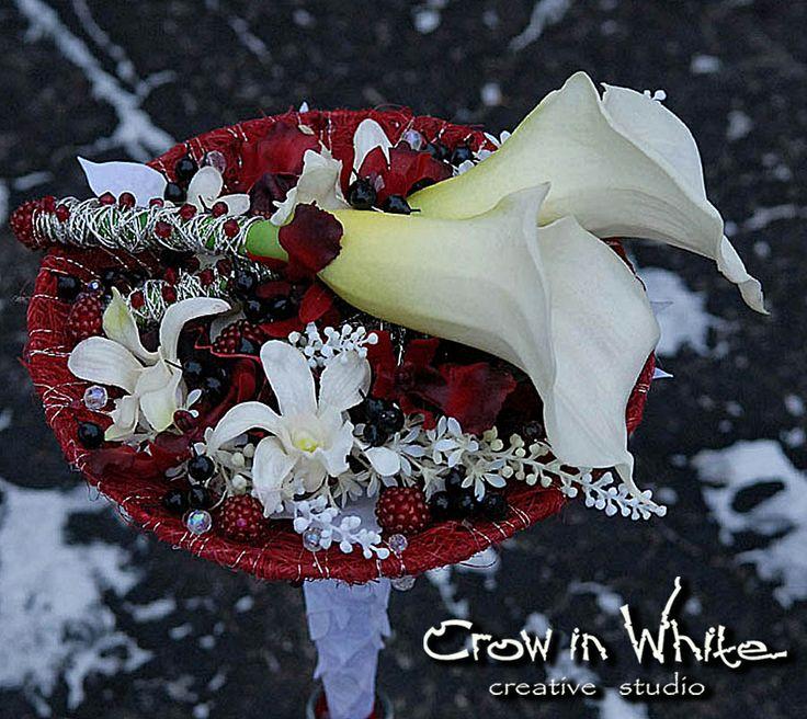 Wedding bouquet on carcass. Calla, orchid