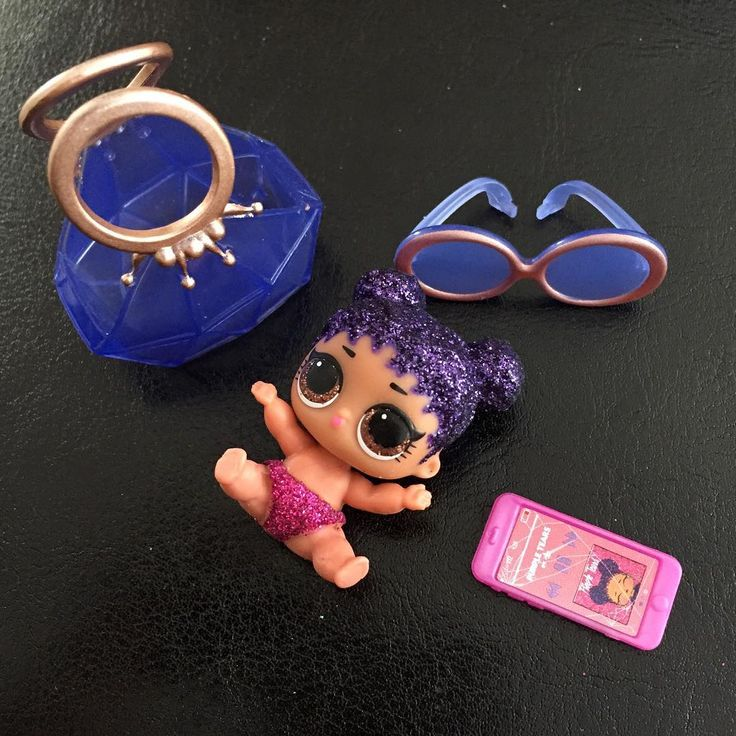 Our first Lil Sister from the LOL Big Surprise. Love the purse and cracked phone screen!  Brands: @lolsurprise  #lolsurprise #lolsurprisedolls #toyphotography #toysofinstagram #toycommunity #toycollector #toytiny #toytinyblog