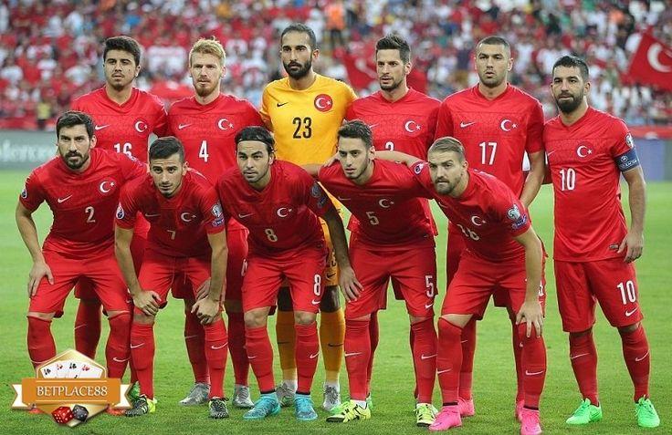 Daftar pemain (skuad) Timnas Turki pada Euro 2016 yang terdiri dari 23 pemain terbaik, yang dipanggil oleh pelatih Fatih Terim untuk membela Turki di Piala Eropa 2016. Tim yang ingin membawa Turki …