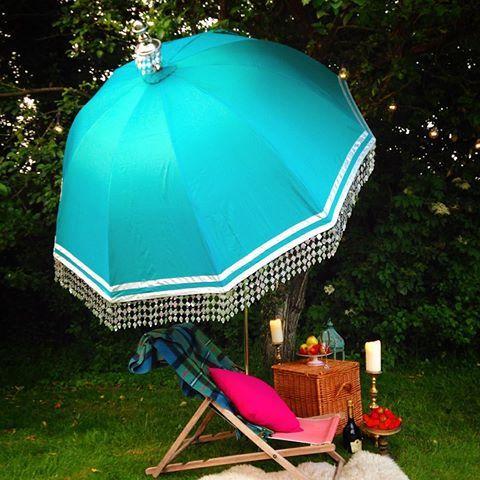 Lazy hazy summer days #eastlondonparasols #eastlondonparasolco #turquoise #silk #luxurypicnic #taittinger #boho #bohemian #grantchestertearooms #petershamnurseries #bloomsbury