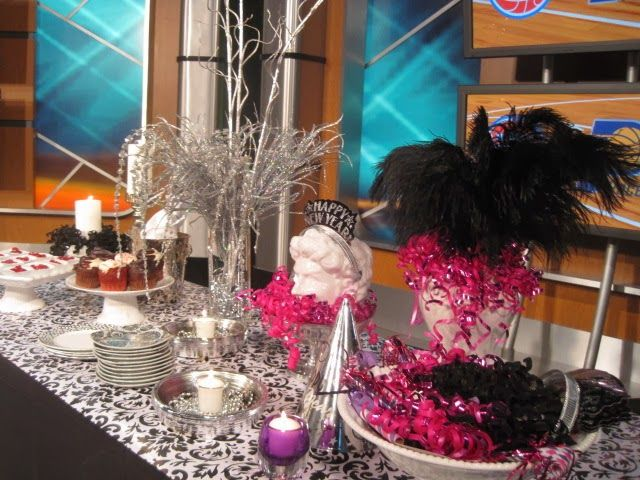 17 best images about 20 new years eve decorations for the for Table 52 new years eve