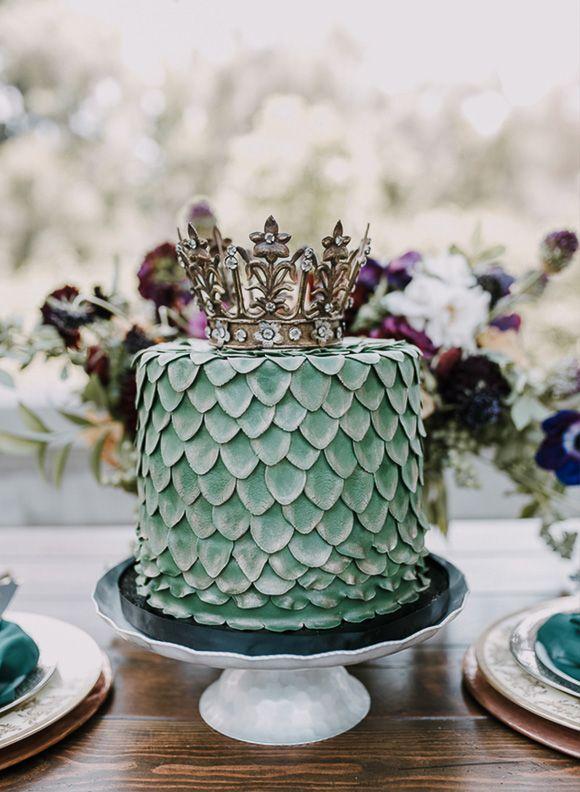 Un gâteau Game Of Thrones avec une déco d'écailles de dragon