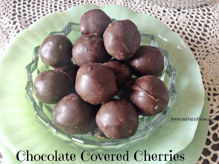 Eine Schokolade, die Kirsche mit knusprigen äußeren Überzug aus Schokolade mit dieser klebrigen Güte im Inneren.  http://www.myturnforus.com/2015/04/homemade-chocolate-covered-cherries.html
