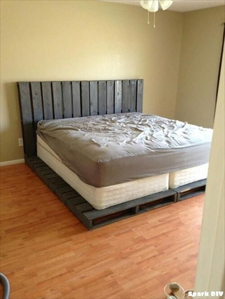 Easy-to-Install #Pallet Platform #Bed: - 42 DIY Recycled Pallet Bed Frame Designs | 101 Pallet Ideas - Part 6
