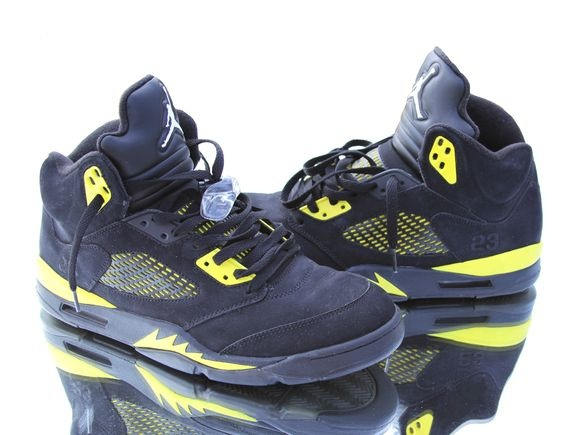 from limited Air Jordan 4 release for his latest take on the Air Jordan  Using the Black/Metallic Silver pair as the base, this custom boasts yellow  accents ...