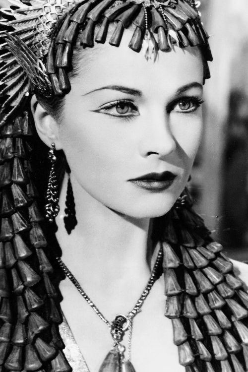 vintagegal:  Vivien Leigh in Caesar and Cleopatra (1945)