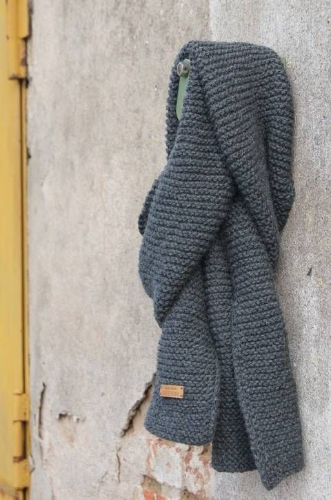 Damit er nicht friert – dieser stylische Schal passt zu jedem Outfit ob chick oder casual. Die Anleitung gibt es auf Makerist.de