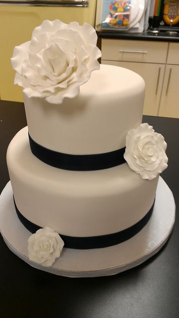 Fondant White Roses and Navy Blue wedding cake