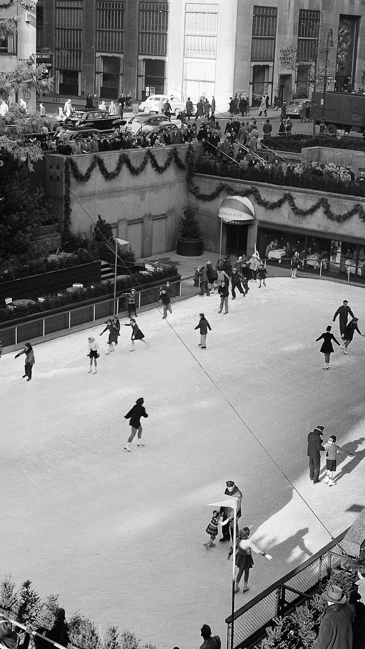 Video The history behind Christmas at Rockefeller Center