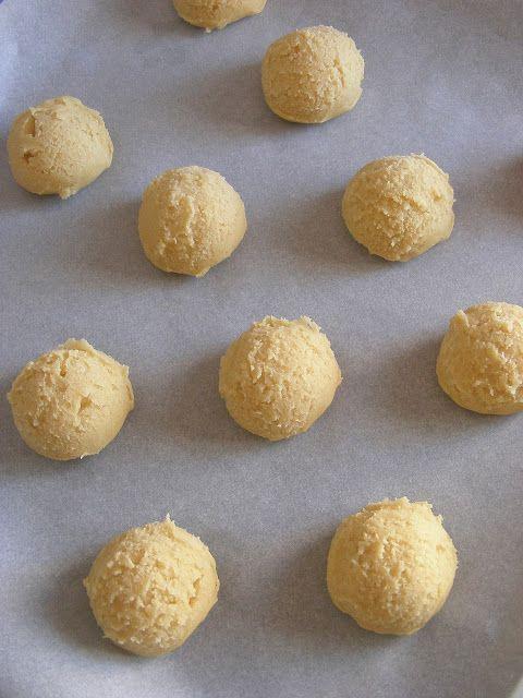 La asaltante de dulces: Galletas de chocolate blanco y avellana en proceso/ White chocolate & hazelnut cookies in the making