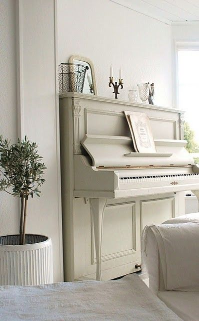 i want to fix up my piano like this, but add some gold and antique it up a little more. so pretty!