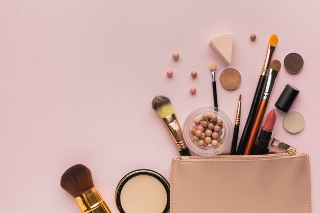 Pós Faciais Com Escovas Em Pó Na Mesa Escura | Beauty bag, Beauty business, Makeup brush organization