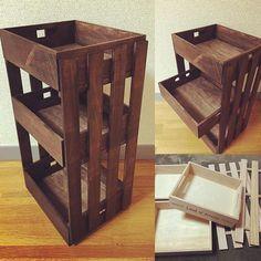 DIYにはもはやかかせない100均のすのこ。組み合わせるだけでおしゃれな家具が作れるのでとってもおすすめ!みんなが作った物を参考にしてみましょう♡