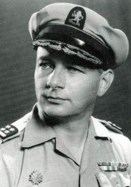 General Simon Spoor of the Netherlands was commander of Dutch East Indies forces during the Indonesian War of Independence from 1945 to 1949. He had everything for success but failed. He could carry out military operations in the cities but failed to deal with the insurgency in rural areas. Internal politics as well as mounting international pressure took a toll on his health. He died during the war of natural causes.