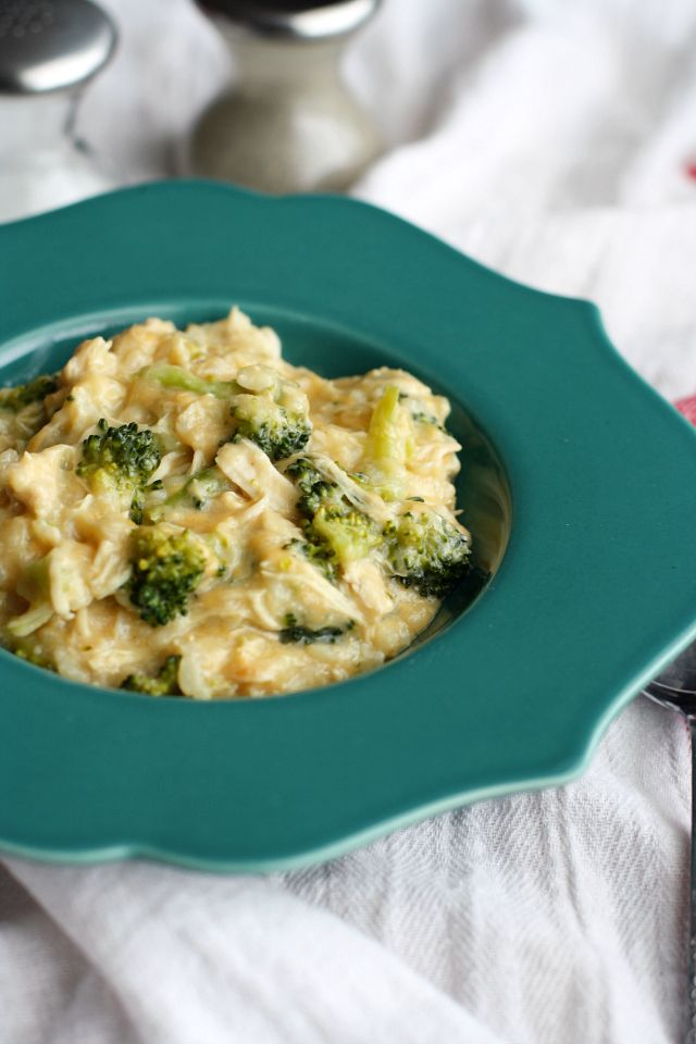 Cheesy broccoli chicken rice made easy in the slow cooker! #slowcooker #comfortfood