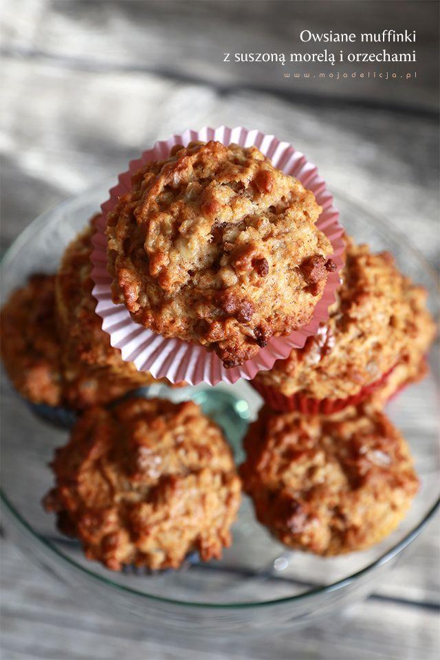 Owsiane muffiny z suszoną morelą i orzechami włoskimi