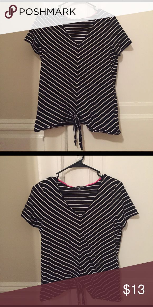 Black and white striped t-shirt Short sleeved t-shirt with front tie Jones New York Tops Tees - Short Sleeve