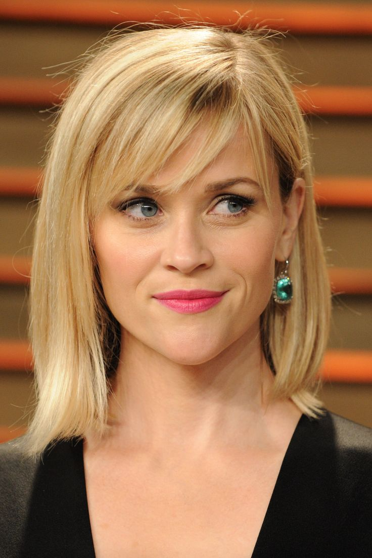 Reese Witherspoon is looking gorgeous with her #blonde long bob and side #fringe! #lob