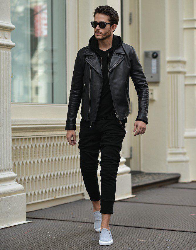 黒ブラックスウェットパンツ,黒スウェットパーカー,黒ライダースレザージャケット,スリッポンスニーカー,メンズファッション着こなしコーデ