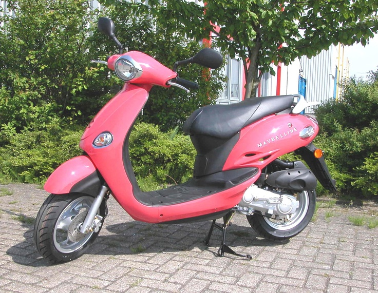 Maybelline make-up Kymco Yup Scooter
