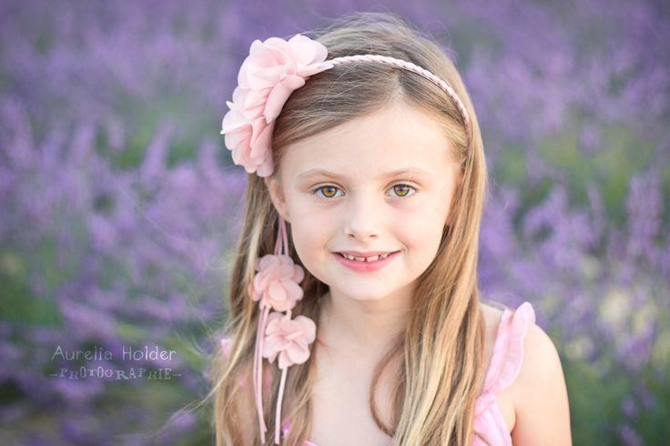 aurelia-holder-photographie-fete-enfant-portrait-seance-tenue-valensole-lavande-sud-fun-marseille-photo-photographe-aix-en-provence-manosque-vinon-sur-verdon