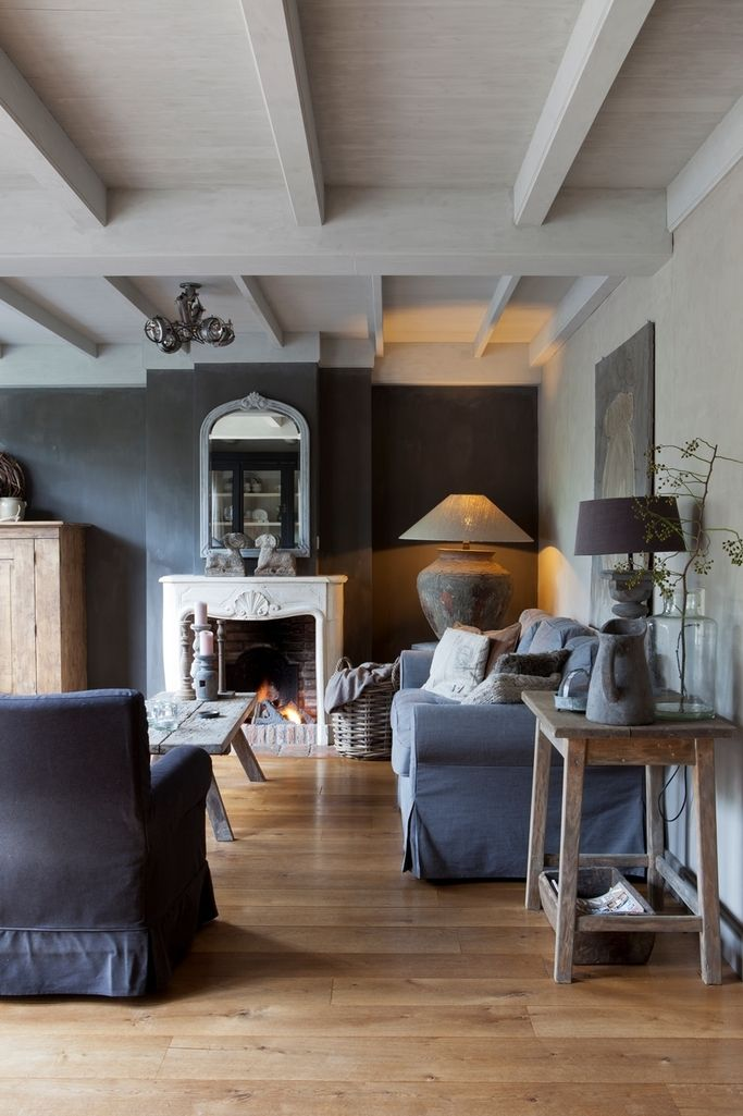gorgeous rich deep grey living room - Wood floor, stone accessories groeninterieur