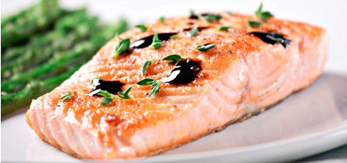 Pavé de saumon, salade chicon-betterave et Feta.